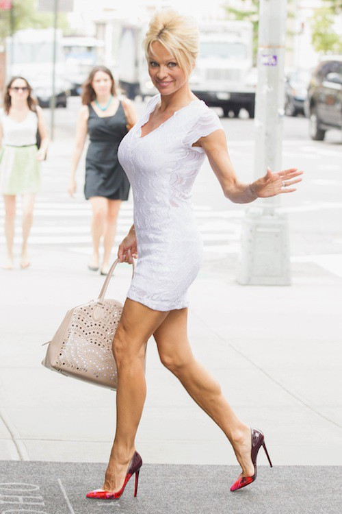 """Photos : Pamela Anderson : elle retrouve le sourie : """"Tout va bien dans mon couple"""" !"""