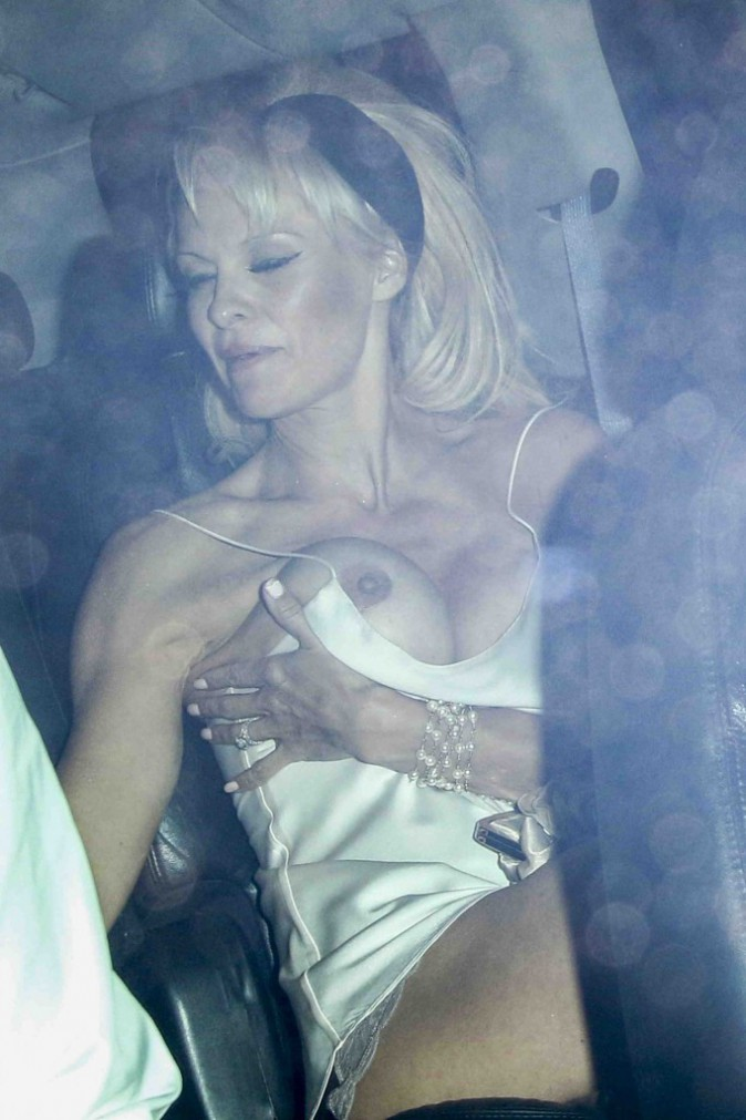 Pamela Anderson : sortie remarquée pour la belle blonde qui ne laisse pas de place à l'imagination !