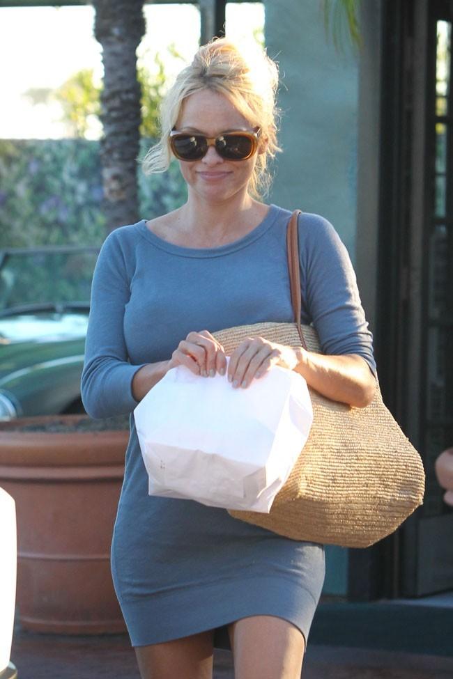 Pamela Anderson le 24 juillet 2012 à Malibu