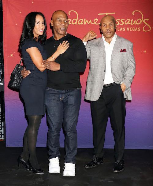 Photos : papa gaga, Mike Tyson inaugure son double de cire en famille !