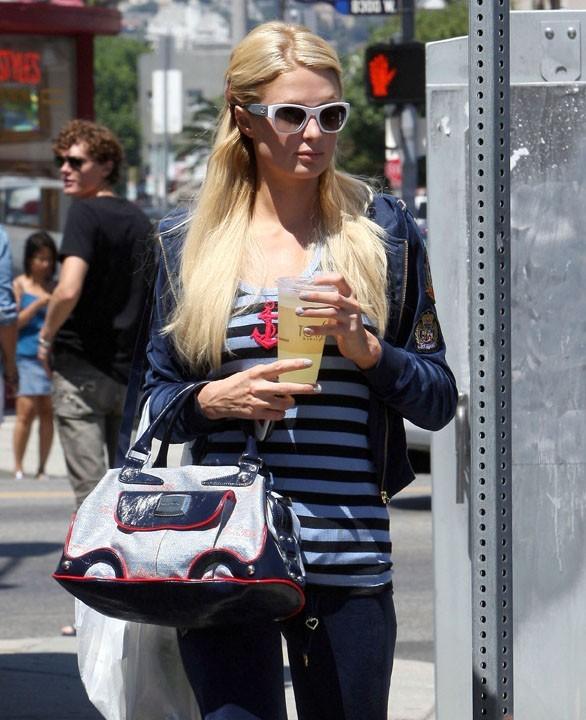 Paris Hilton a l'air complètement déprimée !
