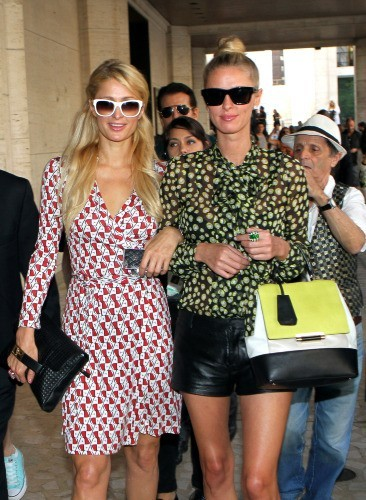 Paris et Nicky Hilton, New York, 9 septembre 2012.