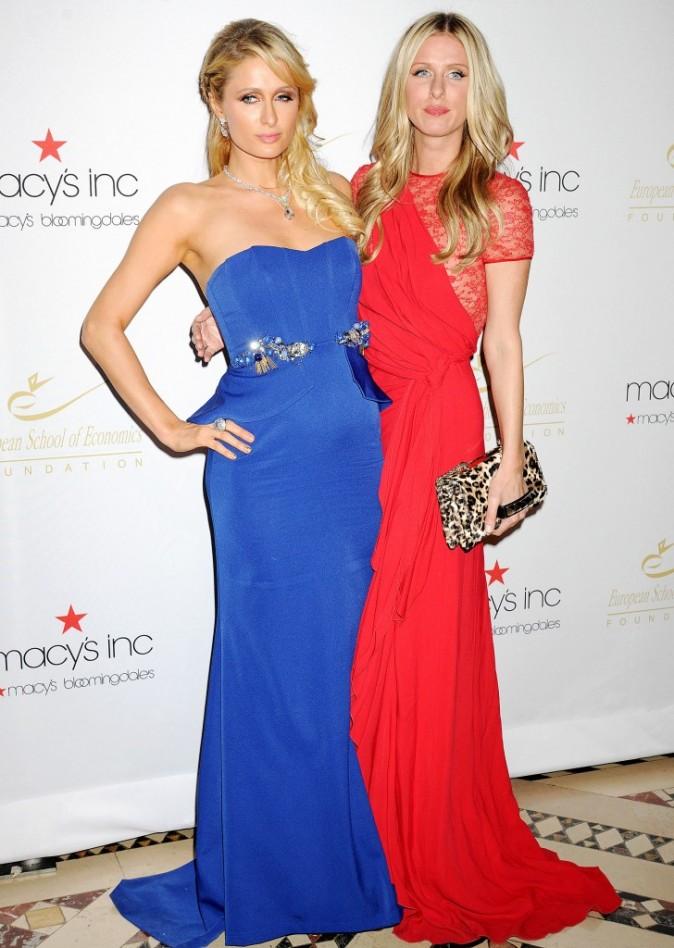 Paris et Nicky Hilton lors de la soirée Economic Scholarship Program Gala Dinner à New York, le 5 décembre 2012.