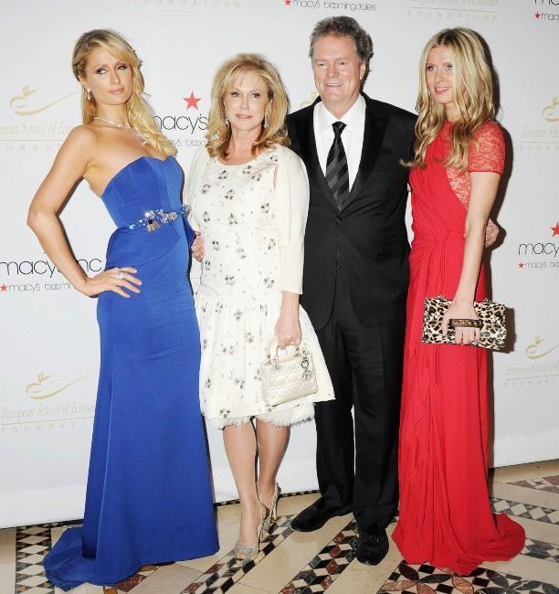 Paris, Kathy, Rick et Nicky Hilton lors de la soirée Economic Scholarship Program Gala Dinner à New York, le 5 décembre 2012.