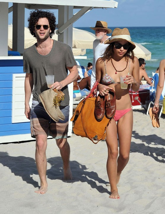 Penn Badgley et Zoe Kravitz se dorent la pilule à Miami