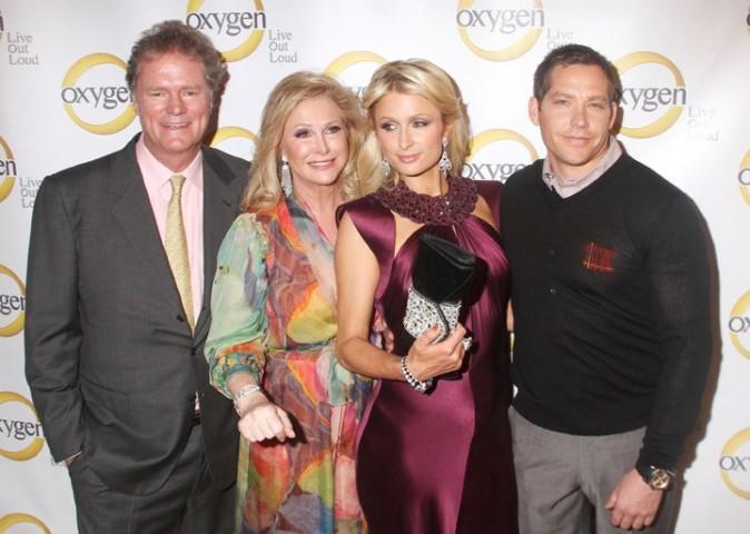 Paris, Rick et Kathy Hilton, ainsi que Cy Waits, lors de la soirée Oxygen Media's 2011 à New York, le 4 avril 2011.