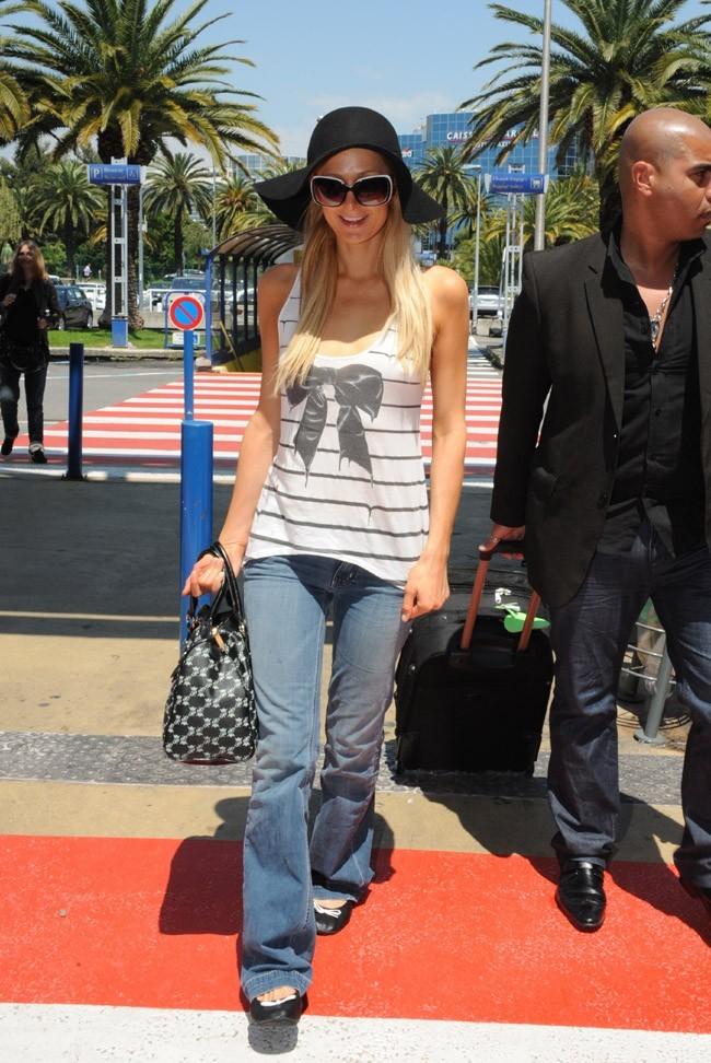 Paris Hilton quitte le ciel bleu de Cannes !