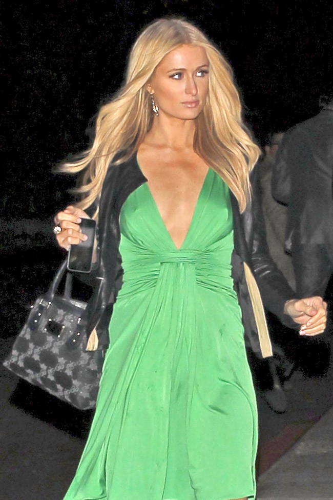 Photos paris hilton elle se met au vert pour la saint for Le elle apartments west hollywood