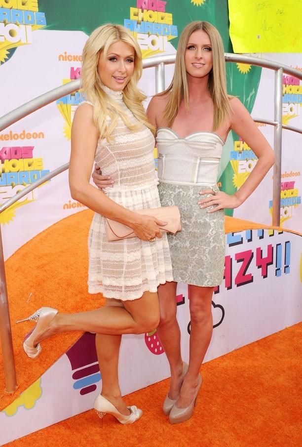 """""""Nous sommes deux soeurs jumelles..."""""""