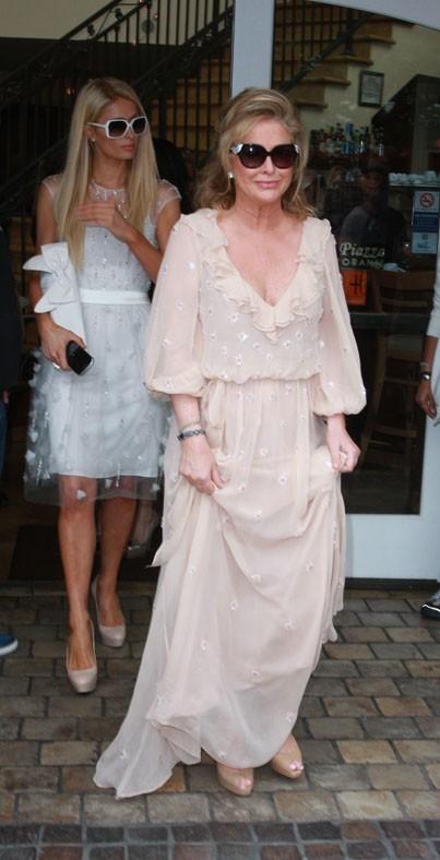 Paris Hilton obligée de rester dans l'ombre de sa mère Kathy ...