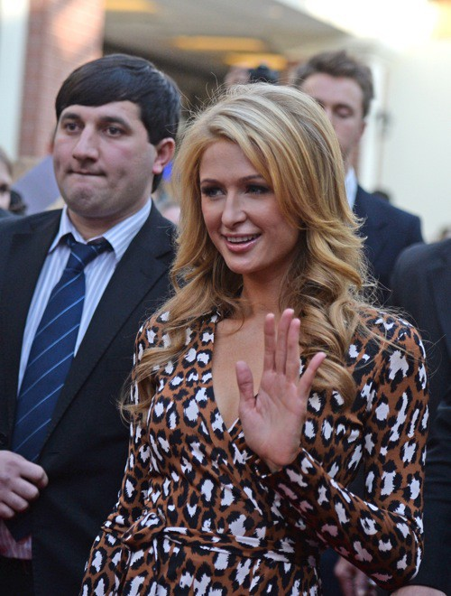 Photos: Paris Hilton reçoit son étoile !