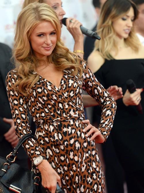 Photos: Paris Hilton reçoit son étoile !