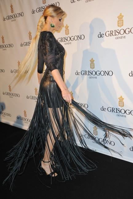 Adriana Karembeu et sa robe spectaculaire