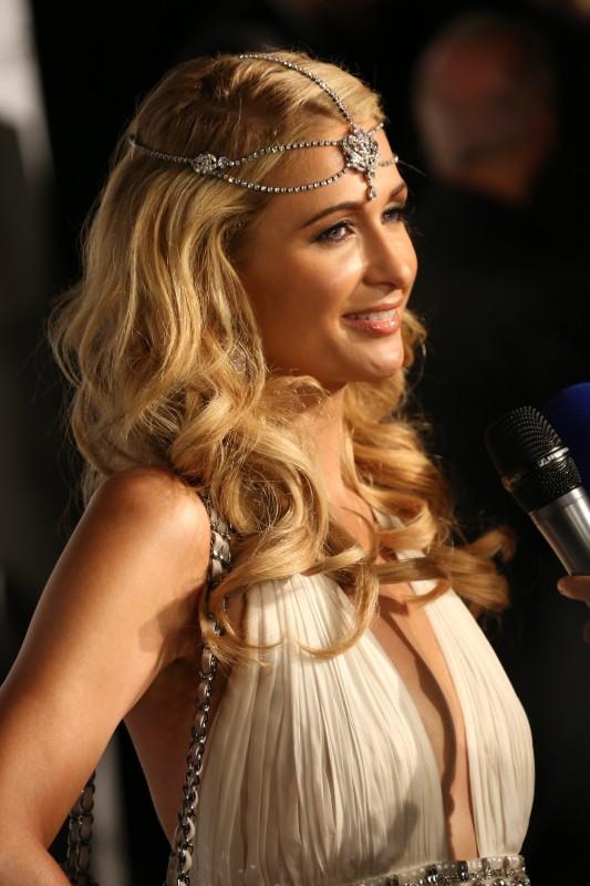 Paris Hilton en mode déesse grecque