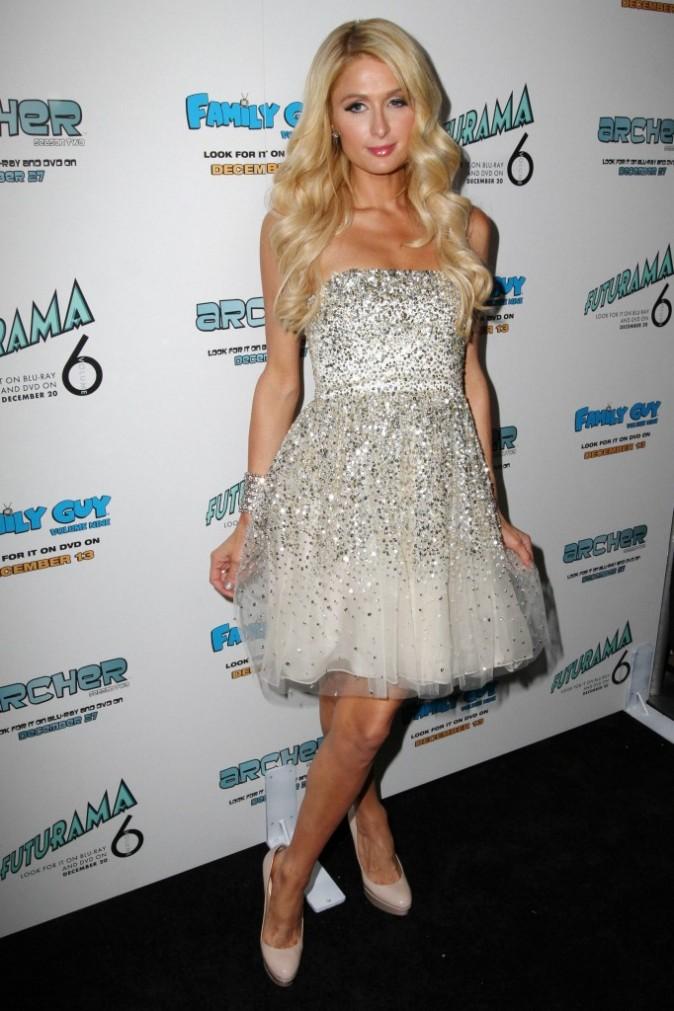 """Paris Hilton lors de sa soirée """"Electric Christmas Party"""" dans sa villa de Beverly Hills, le 7 décembre 2011."""