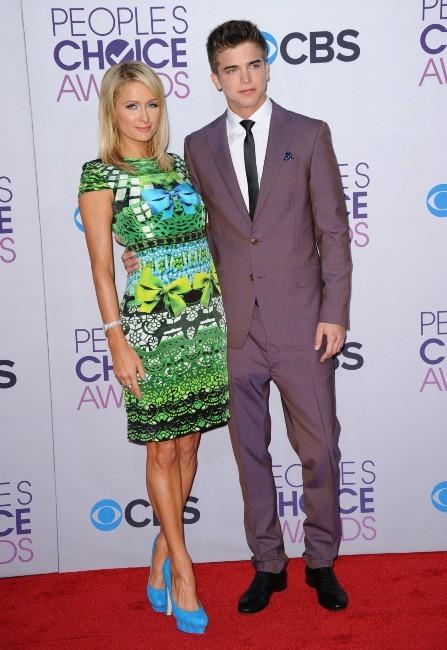 Paris Hilton et River Viiperi lors de la soirée des People's Choice Awards, le 9 janvier 2013.