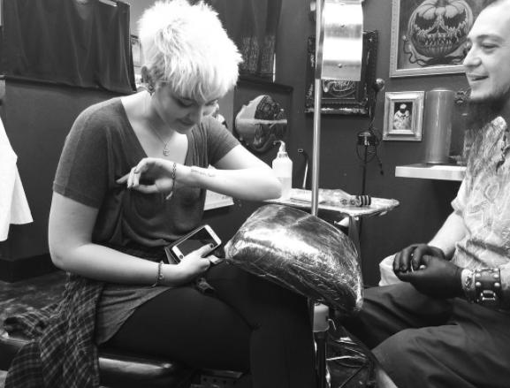 Photos : Paris Jackson dévoile un tatouage hommage à son père...
