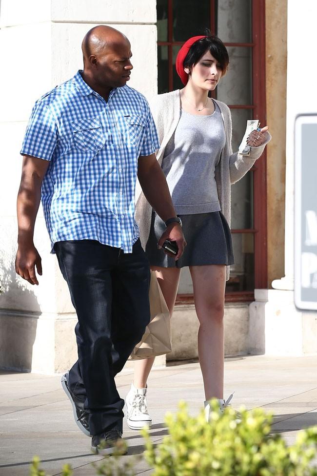 Paris Jackson à la sortie d'un café de Los Angeles le 1er mai 2013
