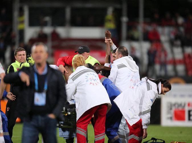 Photos : Patrick Ekeng : crise cardiaque fatale en plein match de foot