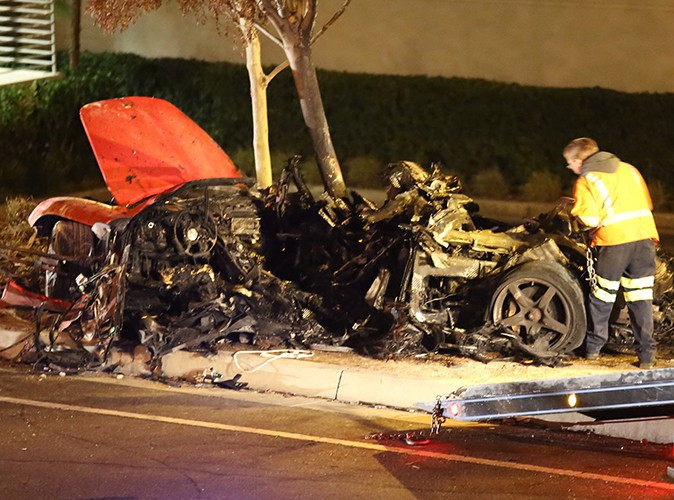 Scène de l'accident violent qui a causé la mort de Paul Walker et de Roger Rodas, le 30 novembre 2013 à Los Angeles