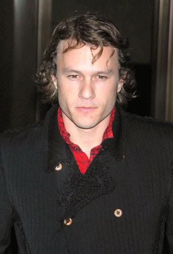 Parmi ces 10 stars éteintes trop tôt, Heath Ledger...