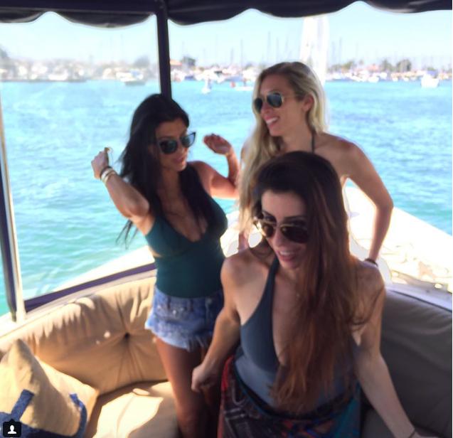 Pendant que Khloé Kardashian s'envoie en l'air, Kourtney s'éclate sur l'eau !