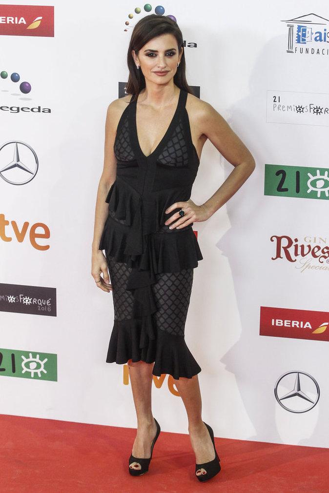 Photos : Penelope Cruz affiche un décolleté digne de ce nom à Madrid !