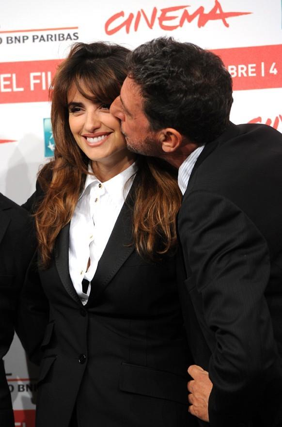 """Penelope Cruz et Sergio Castellitto lors de la première du film """"Venir au monde"""" à Rome, le 26 octobre 2011."""