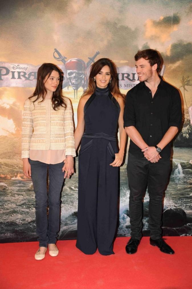 Penelope Cruz, entourée d'Astrid Berges-Frisbey et de Sam Claffin, lors de la promo du film Pirates des Caraïbes à Madrid, le 18 mai 2011.