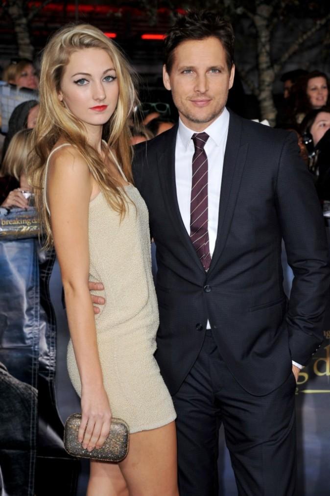 """Peter Facinelli et sa fille Luca bella lors de la première du dernier volet de """"Twilight"""" à Los Angeles, le 12 novembre 2012."""
