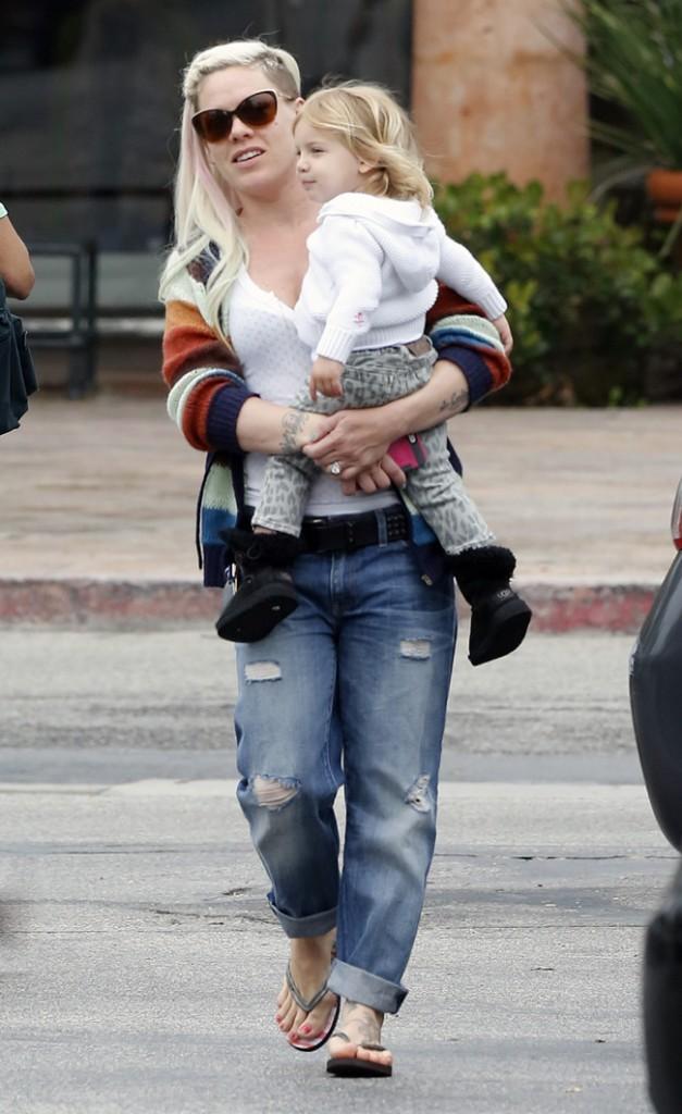 Pink avec sa fille Willow à Malibu le 8 juin 2013