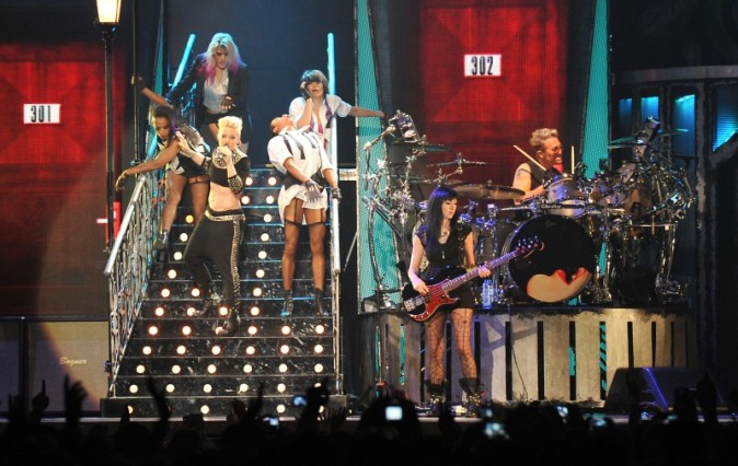 Pink et sa troupe sexy à Bercy