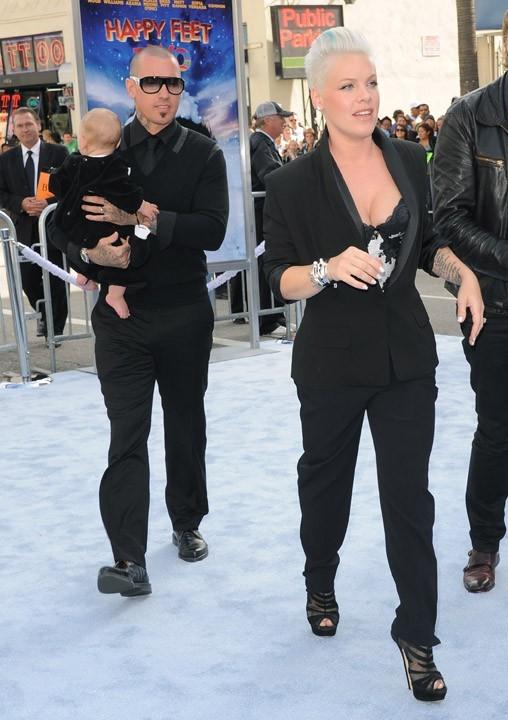 Mais c'est Pink avec son mari et leur petite Willow !