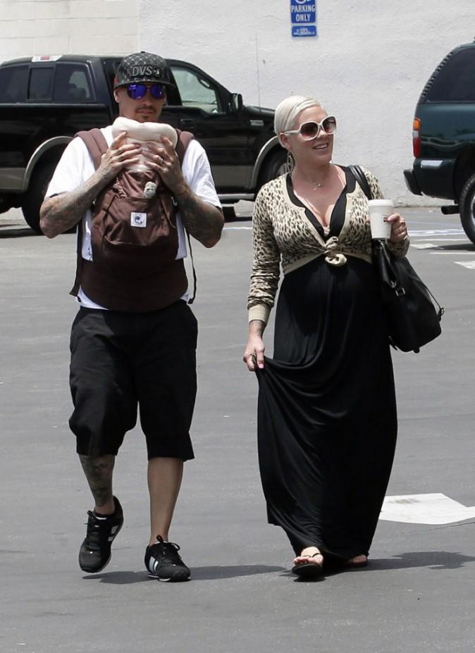 Carey couvre sa fille de bisous !