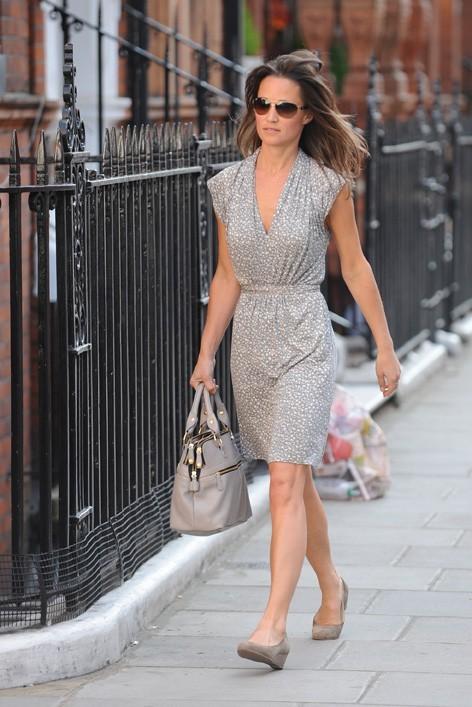 Pippa Middleton en virée shooping à Londres, le 10 mai 2011