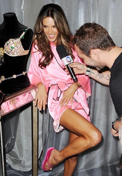 Dans les coulisses du défilé Victoria's Secret à New York le 7 novembre 2012 (Alessandra Ambrosio)