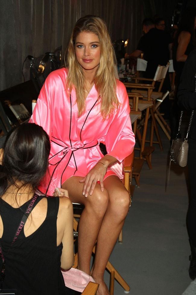 Dans les coulisses du défilé Victoria's Secret à New York le 7 novembre 2012 (Doutzen Kroes)
