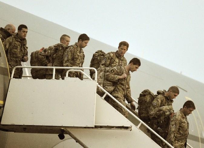 Le Prince Harry sur la base de Brize Norton à Oxfordshire le 23 janvier 2013