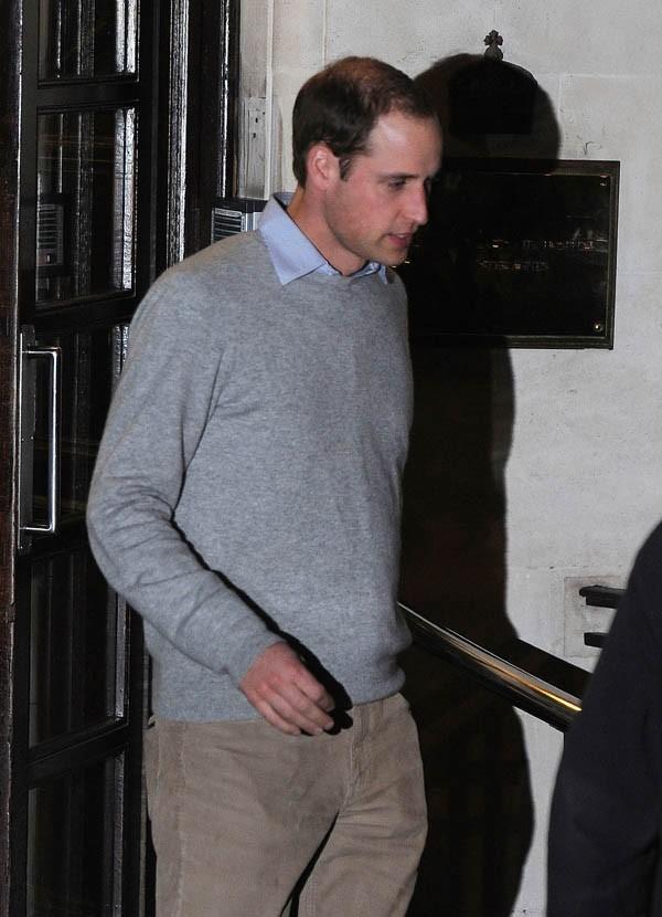 Prince William à la sortie de l'hôpital King Edward VII de Londres le 3 décembre 2012