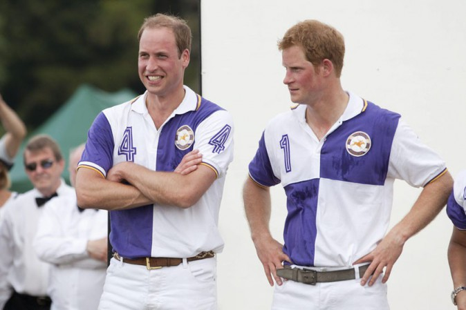 Le Prince William et le Prince Harry au Jerudong Trophy, à Cirencester, le 14 juillet 2013