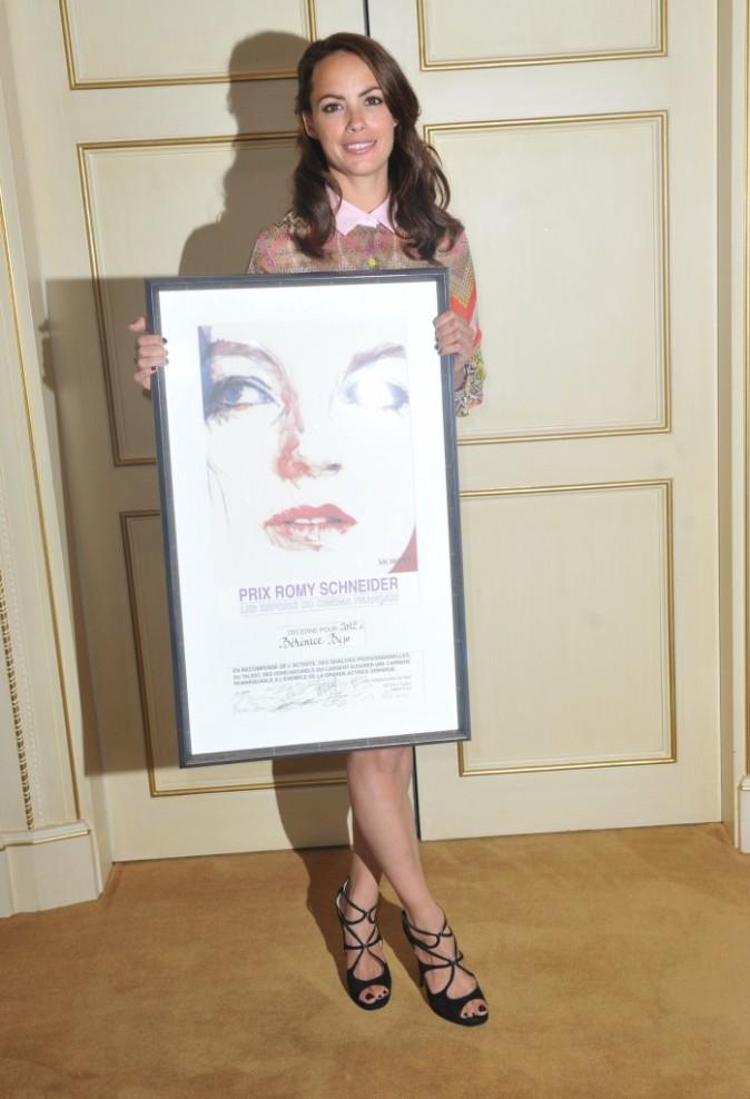 Bérénice Béjo et son prix Romy-Schneider à Paris, le 11 juin 2012.