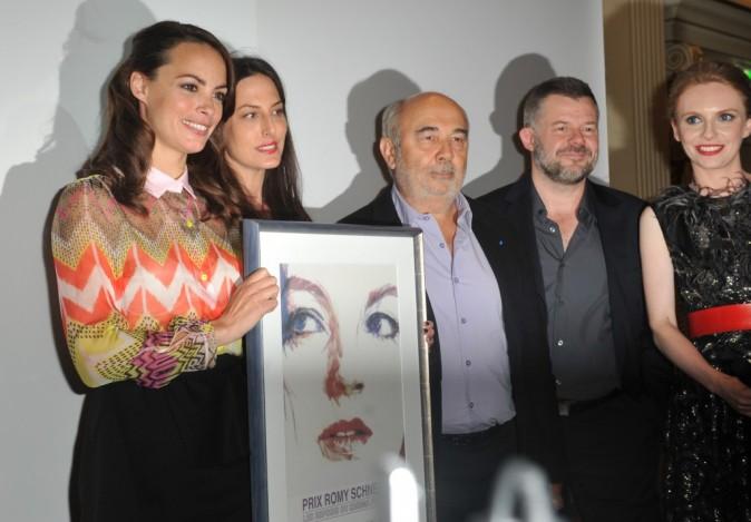 Bérénice Béjo, Gérard Jugnot et Eric Naulleau lors de la remise des prix Romy-Schneider et Patrick-Dewaere à Paris, le 11 juin 2012.