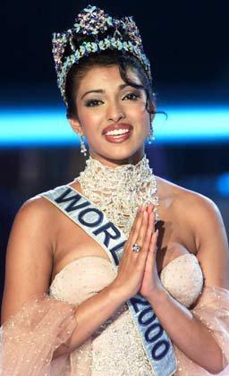 Priyanka Chopra, couronnée Miss Monde en 2000