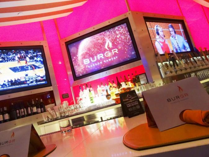 Design, le bar avec écrans plasma !