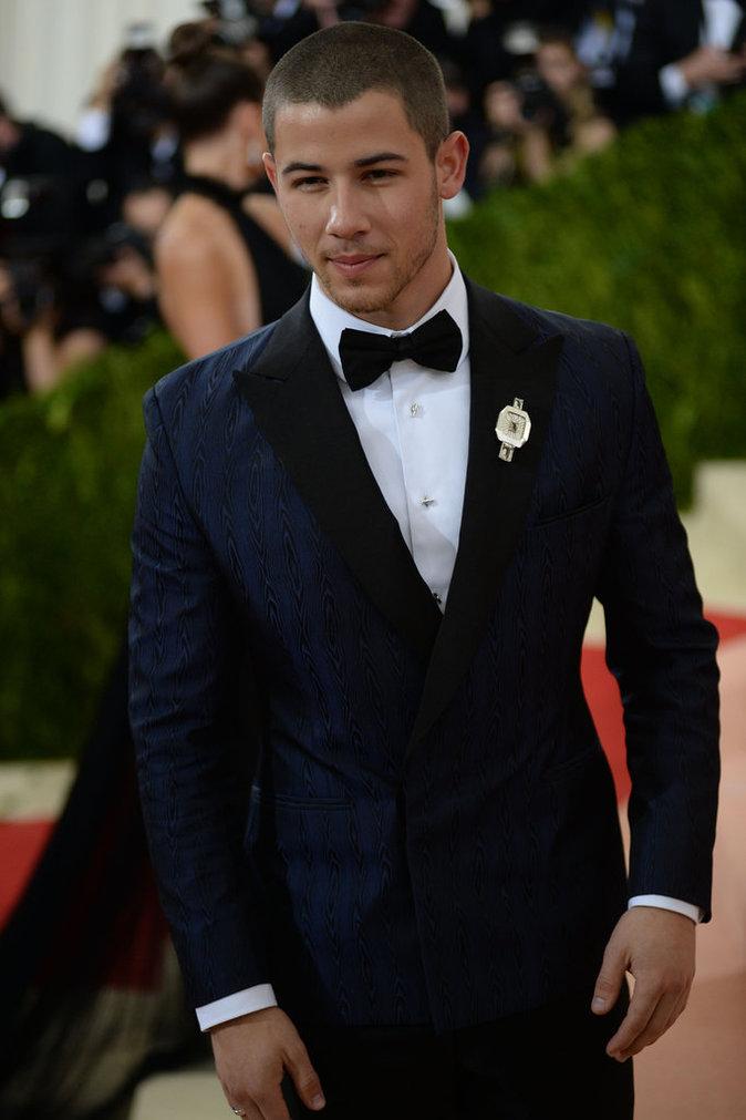 Photos : Public Man Crush : Nick Jonas parmi les beaux gosses du Met Gala 2016 !