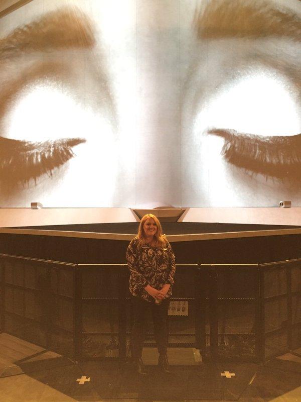 Photos : Quand Adele fait des selfies en plein concert avec son sosie !