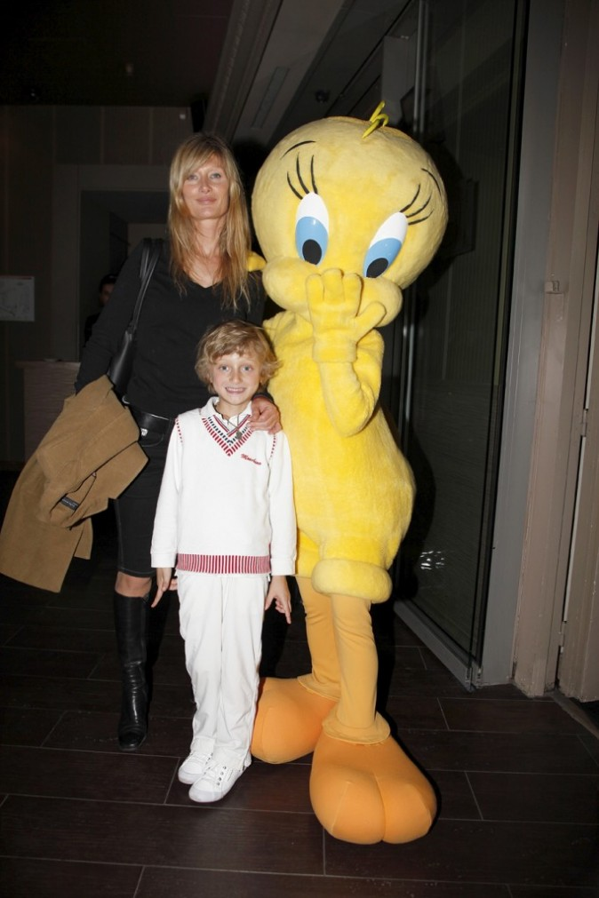 Isabelle Camus et son fils habillé tout en blanc !