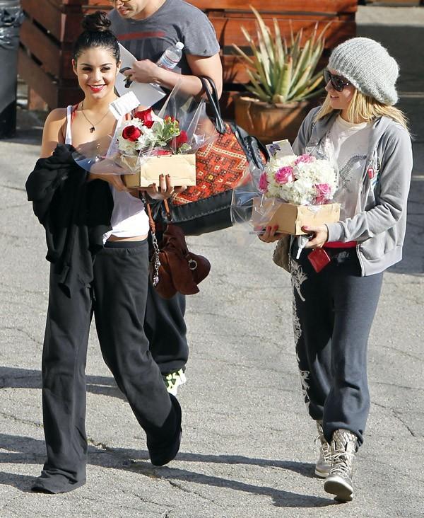 Vanessa Hudgens et Ashley Tisdale hier à la sortie du Millenium Dance Studio