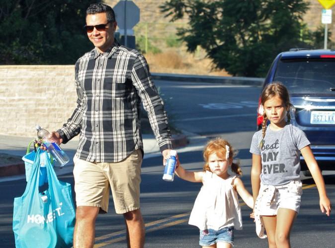 Que Jessica Alba se rassure, son mari (Cash Warren) s'occupe à la perfection de leurs deux filles !