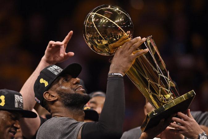 LeBron James, légende du basket américain : 77 millions de dollars